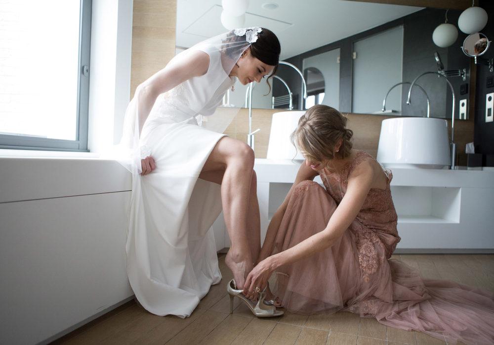 photographe-mariage-mariee-preparatifs-robe-chaussures-rime-arodaky-montpellier-occitanie