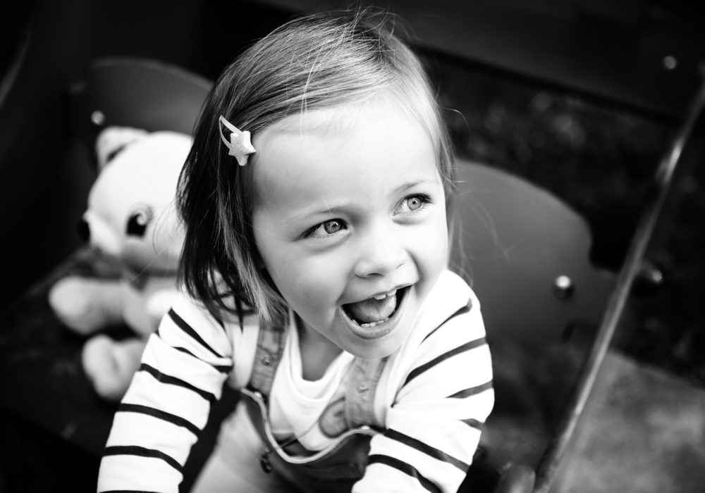 portrait-enfant-photographe-famille-exterieur-montpellier-occitanie-languedoc